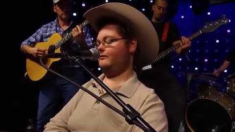 Disabled Teen Enters Talent Show & Gives Audience Chills With Stunning Country Cover