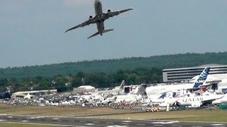 Impressive Takeoff and Landing for Boeing 737 at Farnborough Airport - Video