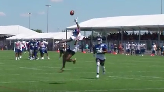 Odell Beckham Jr Makes Insane One Handed Catch At Training Camp Video