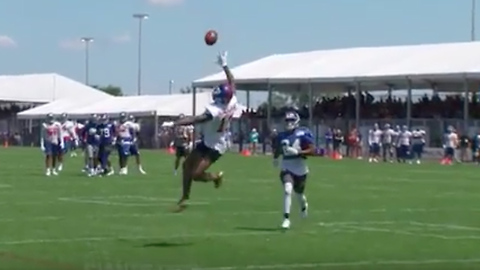 Odell Beckham Jr Makes INSANE One-Handed Catch at Training Camp