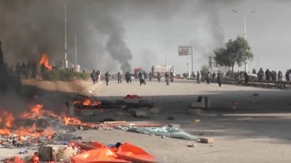 Clashes Break Out on Islamabad Highway As Police Move to Clear Islamist Sit-in - Video