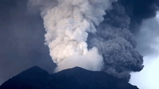 Timelapse Captures Spew of Ash From Bali's Mount Agung Volcano - Video