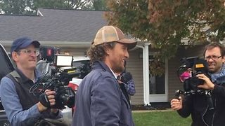 Matthew McConaughey Spends Birthday Giving Out Free Turkeys in Kentucky - Video