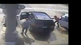 Broward County thief grabs $30K in cash and jewelry as man pumps gas - Video