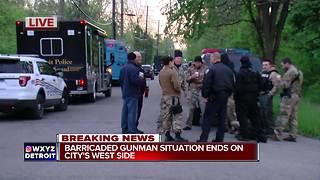 Barricaded gunman situation with elderly man ends in Detroit - Video