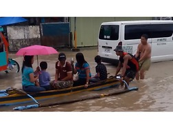 People Travel by Boats Through Tacloban Floodwaters - Video