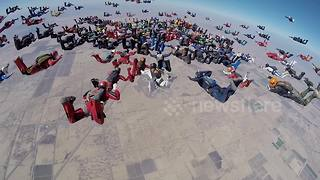 217 skydivers set new world record - Video