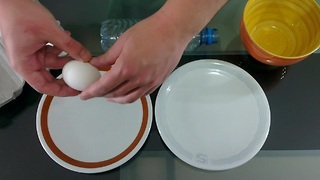 Separate Egg Whites From The Yolk Using A Simple And Clever Trick  - Video