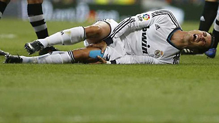 Cristiano Ronaldo Suffers Vacation Curse, INJURES Knee Before Champions League Final - Video