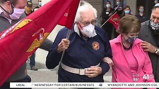 Community celebrates WWII vet's recovery from COVID-19