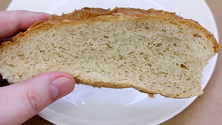 Make bread softer with this simple life hack - Video