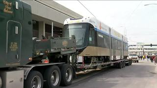 First streetcar vehicle arrives to Milwaukee - Video