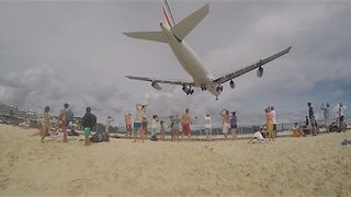Incredible Footage of Planes Landing and Taking-Off in Saint Maarten - Video