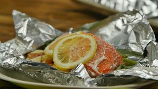 Lemon-Garlic Salmon Foil Pack with Green Beans and New Potatoes - Video