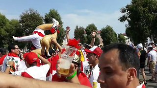 Peru, Australia Fans Celebrate as Both Teams Face World Cup Elimination - Video