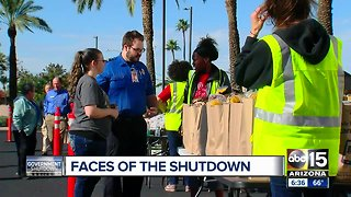 Phoenix food bank hands out assistance to TSA employees working without a paycheck