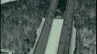 Vehicle goes off embankment of Valley View bridge in Independence - Video