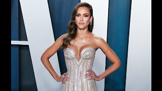 Jessica Alba's father is battling thyroid cancer
