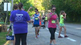 Organizers preparing Fox Cities Marathon runners for heat - Video