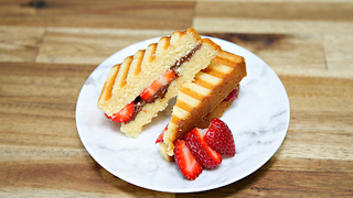 Nutella cake sandwich - Video