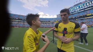 US Soccer Star Pulisic Stops Interview to Take Photo With Fan Who Ran Out on Field - Video
