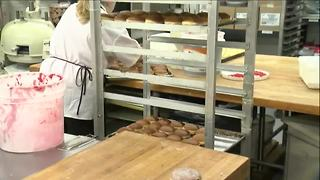 Chrusciki turning out thousands of paczki - Video