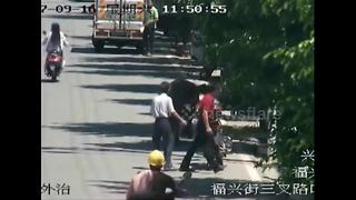 Runaway buffalo rams into pedestrians on Chinese street - Video