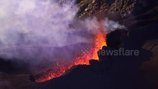 Dramatic aerial footage shows Réunion volcano erupting - Video