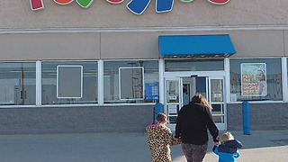 Family bids emotional goodbye to Toys 'R' Us store