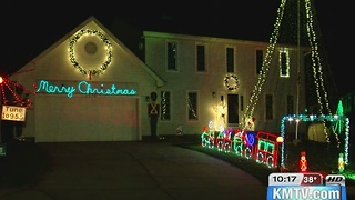 Family continues Xmas tradition - Video