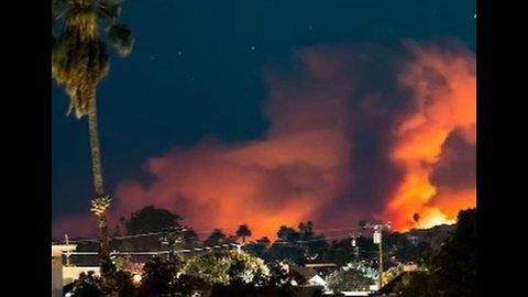 Timelapse Footage Shows Woolsey Fire Lighting Up the Skies of Malibu