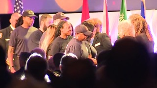 Las Vegas dispatchers honored after 1 October - Video
