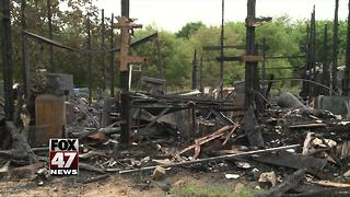 Community helping family of seven after house burns down - Video