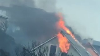 Homes Destroyed as Fires Rage in South Africa's Western Cape - Video