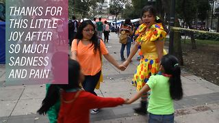 The Mexico City clown getting children to laugh again - Video