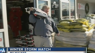 Southeast Wisconsin prepares for the first snow storm of the winter - Video
