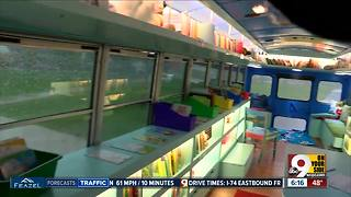 Mobile Book Center serves thousands of young bookworms - Video