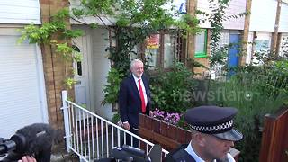Jeremy Corbyn leaves his house after election results - Video