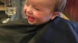 Baby boy finds first haircut simply hilarious - Video