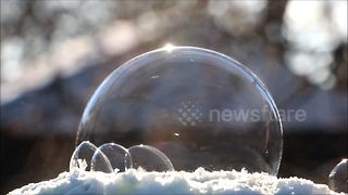 Beautiful footage of a bubble freezing at -35C - Video