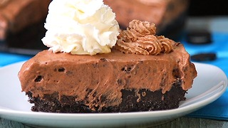 Chocolate Oreo Icecream Pie - Video