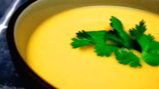 How to make a thai curry butternut squash soup - Video