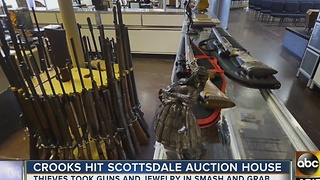 Police searching for burglars who broke into Scottsdale auction house - Video