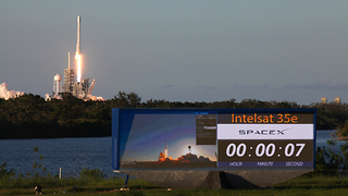 Incredible rocket launch of Intelsat 35e on SpaceX Falcon 9 - Video