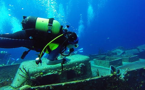 Young divers explore historical wreck in Bay of Pigs