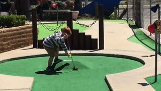 Mini Golf Mini Tantrum - Video