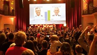 Van der Bellen Supporters Celebrate in Vienna as Far-Right Concedes Defeat - Video