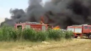 Fire Destroys Tents in Syrian Refugees Camp in Lebanon - Video