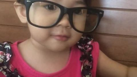 Adorable 2-year-old recites all 50 states in one minute