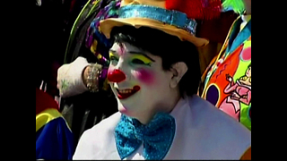 Clowns Invade Mexico City - Video